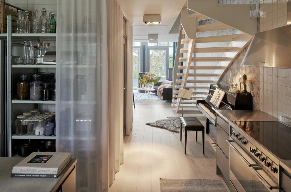 Bostäder i Finnboda Varv i Nacka. Fd Svetshall som omvandlats till bostäder. Bilden visar köket i en av lägenheterna.
