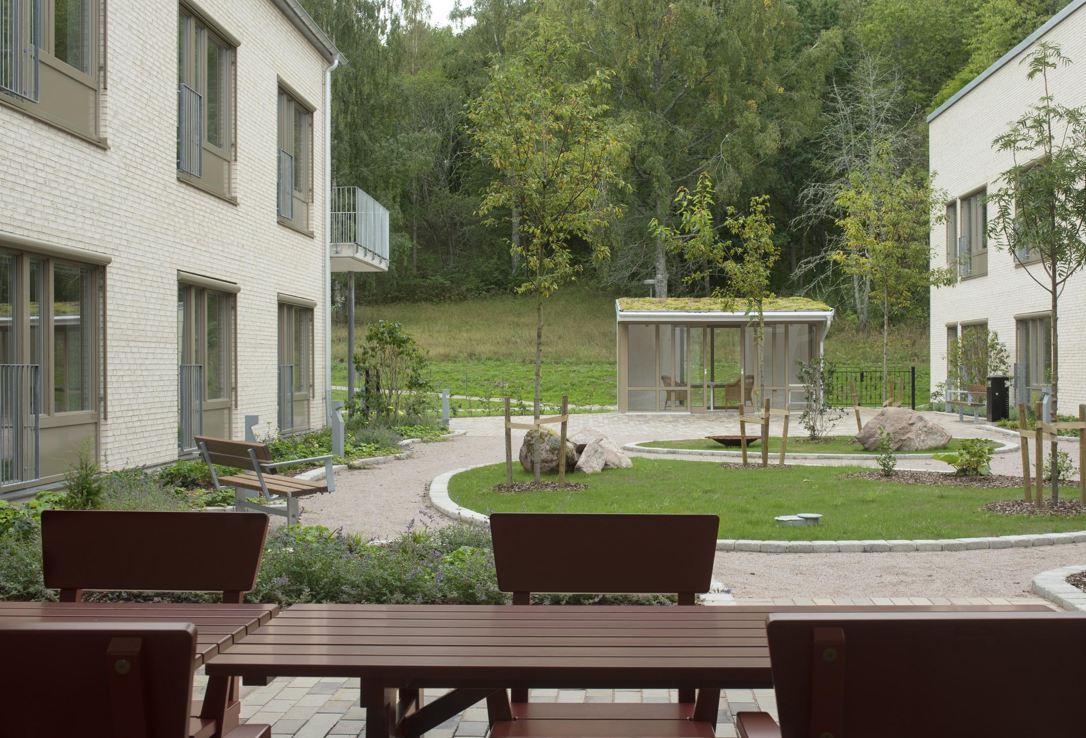 Trevlig utemiljö vid Råsvägens vård- och omsorgsboende