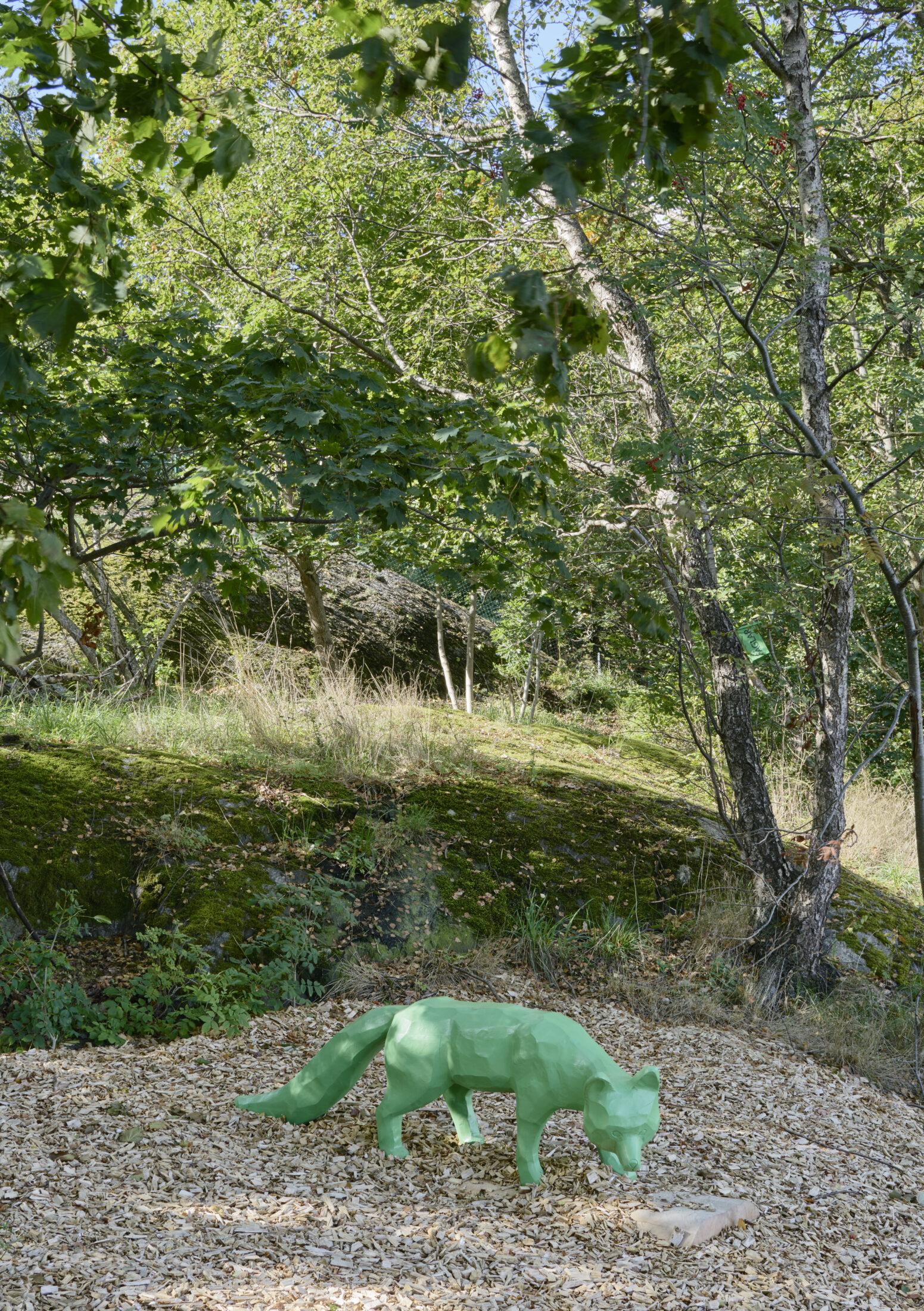 En grön räv i Årstabergsparken.