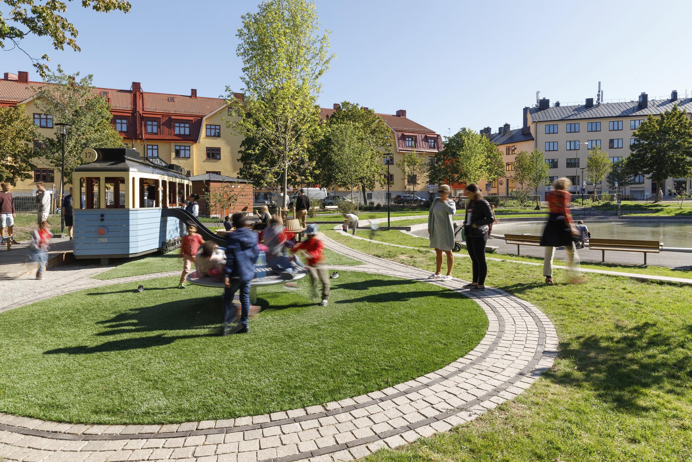 Plats för lek i Svandammsparken, Midsomarkransen i Stockholm