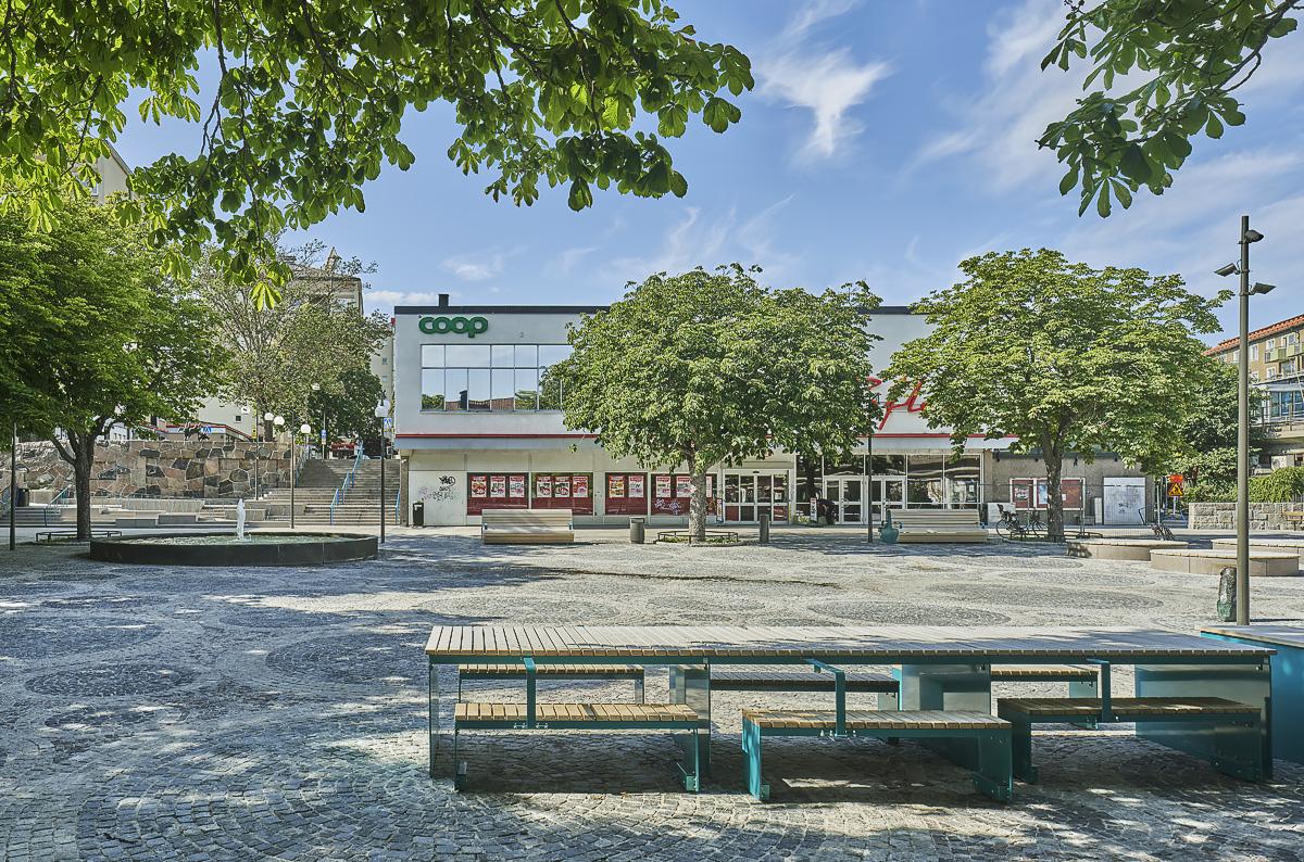 Kärrtorp Centrum, långbord torgyta foto